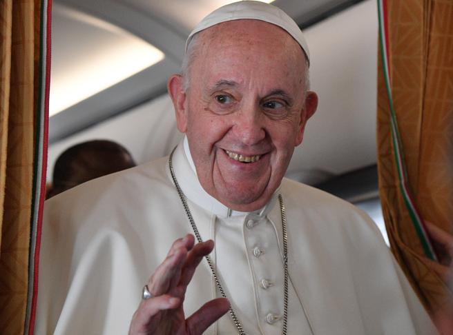 Il Papa: «Tanta povertà e miseria e in Vaticano ci lamentiamo quando il pasto non è ben cotto»