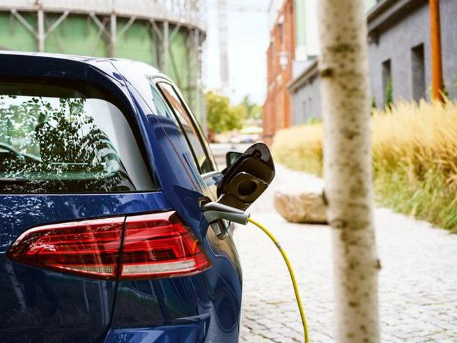 Auto elettrica, come ricaricarla da casa? Dieci cose da sapere