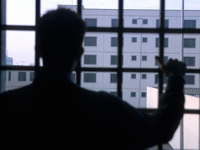 Detenuto spara nel carcere di Frosinone: arma arrivata con un drone