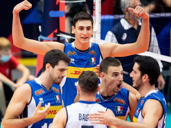L'Italia festeggia dopo un punto contro la Germania (Epa)