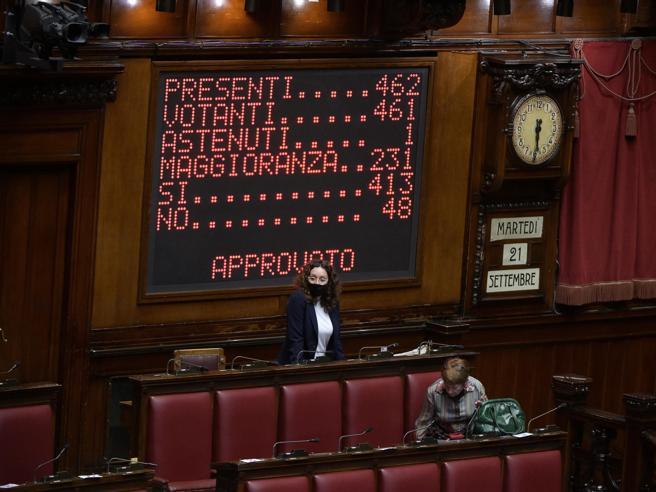 Green pass, solo 80 deputati della Lega votano sì alla Camera. Salvini: «Sfumature diverse, ma la Lega c'è»