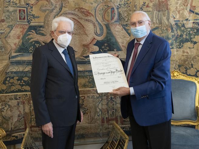 Pippo Baudo Cavaliere di Gran Croce: «Mattarella ha salvato il Paese»