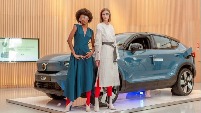 Volvo C40 Recharge, il suv solo elettrico debutta «in passerella» con Gilberto Calzolari