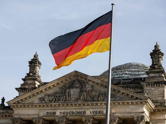 Elezioni in Germania, oggi i seggi: i candidati al dopo-Merkel e come si vota