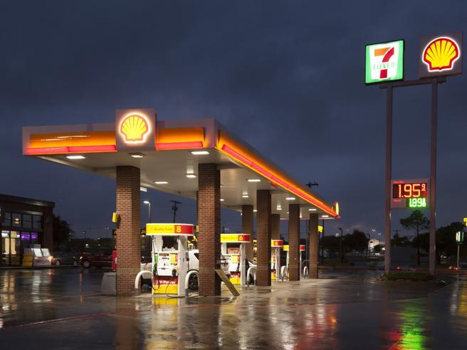 Gran Bretagna, razionamento della benzina: a Londra arriva «l'inverno dello scontento»