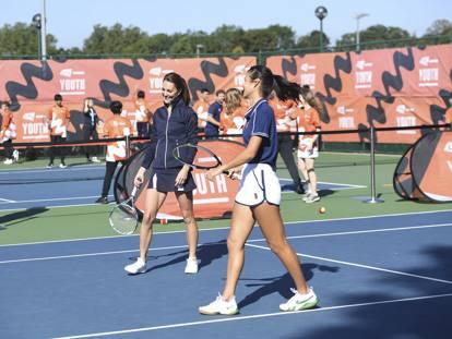 Kate Middleton gioca a tennis con Emma Raducanu: le foto