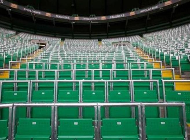 Calcio in Inghilterra, negli stadi dopo 32 anni riecco i posti in piedi: in Premier si torna alla tradizione