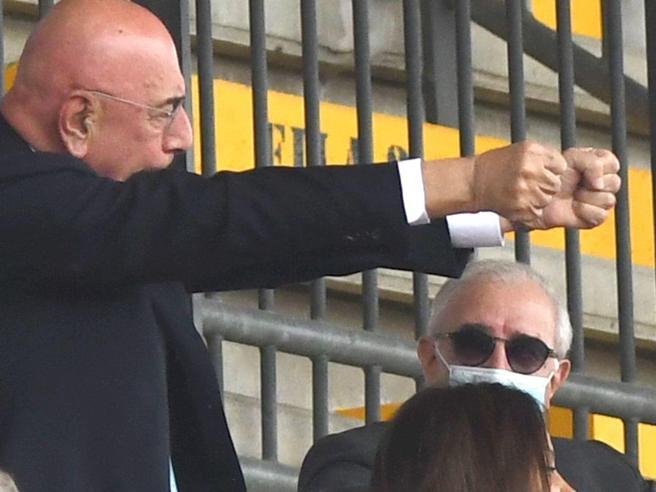 Dell'Utri, la prima uscita dopo l'assoluzione: in tribuna per il Monza di Berlusconi
