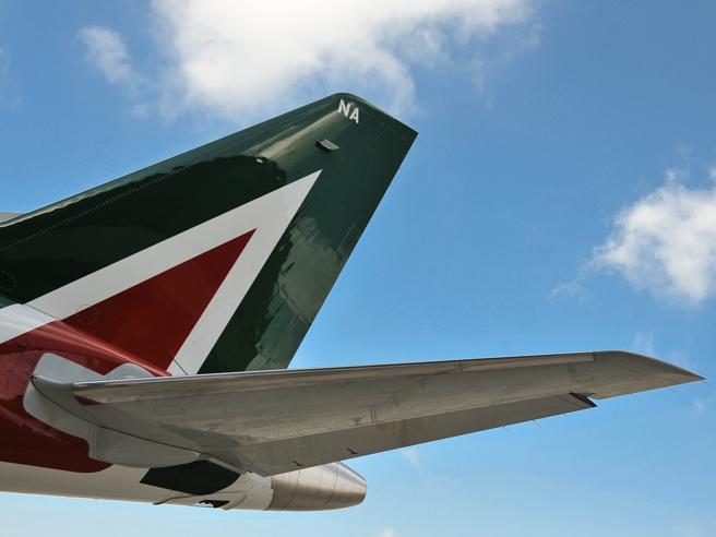 Ita-Alitalia, l'ipotesi di far slittare il decollo e il rischio della lite con la Ue