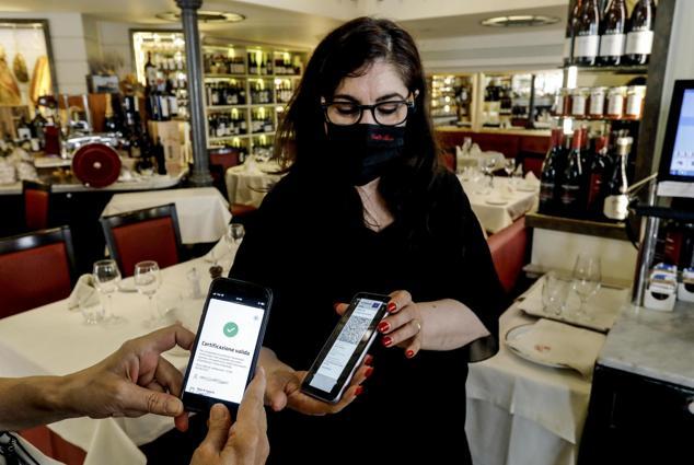 Green pass al ristorante, 20 miliardi di incassi in più nei mesi estivi
