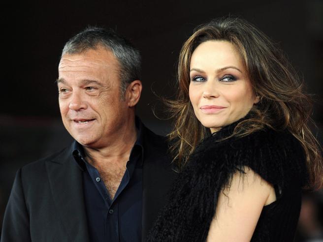 Francesca Neri, Claudio Amendola: «Mia moglie ha un dolore fisico enorme»