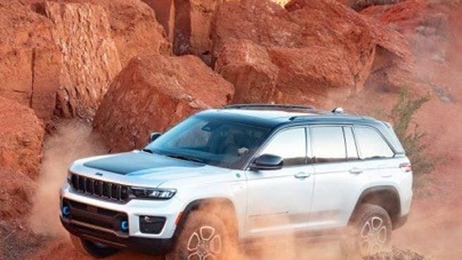 La nuova Jeep Grand Cherokee È più lunga e ibrida plug-in|Foto
