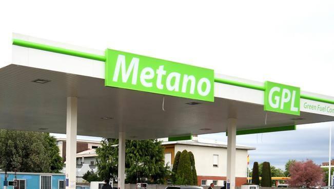 Auto a metano e Gpl, prezzi alle stelle: ecco perché il gas non conviene più. E dove costa meno