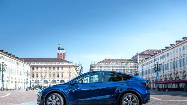 Tesla cresce ancora in Italia, ora si espande anche a Torino e Firenze