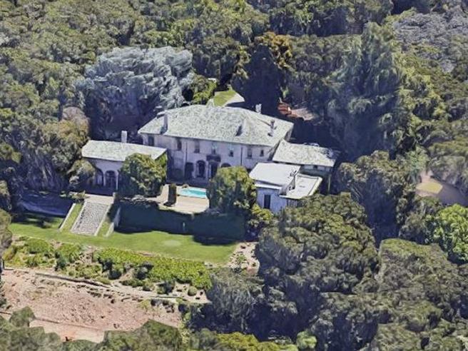 Elon Musk lascia la California e vende la villa (con lo sconto del 15%) a 32 milioni