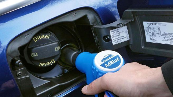 AdBlue e l'aumento dei prezzi del metano, è allarme riserve per le auto Diesel