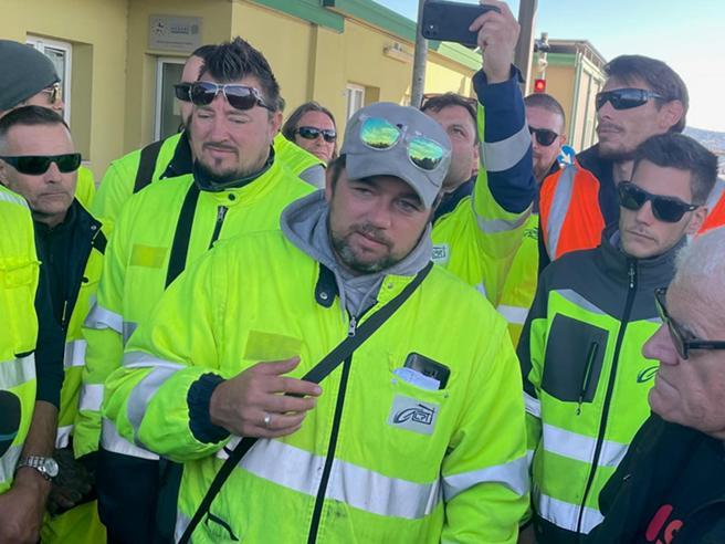 Trieste, la retromarcia del leader dei portuali Stefano Puzzer: «Avanti col Carnevale, o mi staccano la testa»