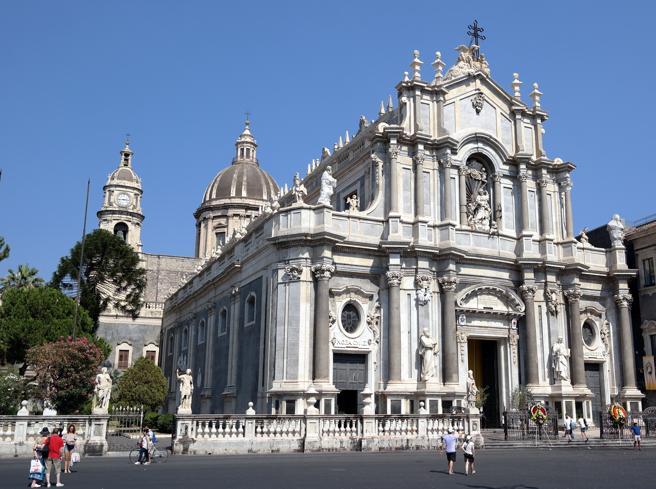 La Chiesa di Catania ha messo al bando i padrini e le madrine a battesimi e cresime