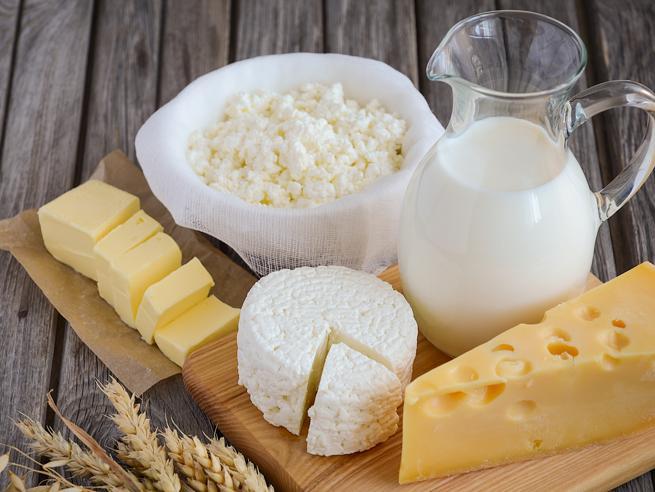 Intolleranza al lattosio, quali sono i sintomi e cosa mangiare per stare bene