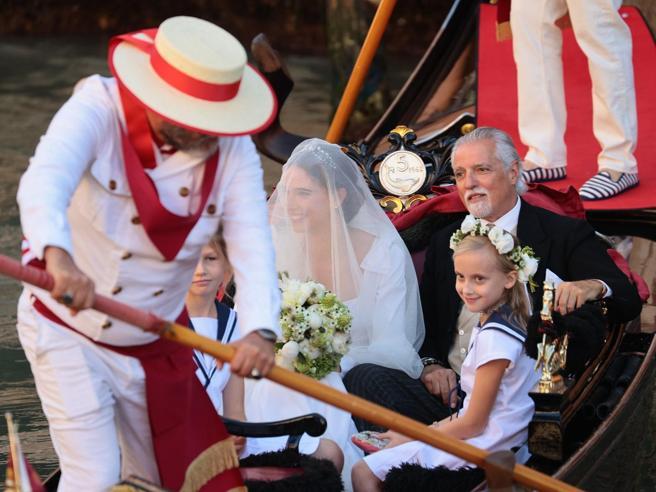 Vera Arrivabene e Briano Martinoni sposi: gondola e abito bianco