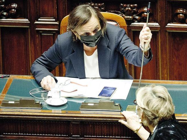No green pass, il «metodo Trieste» per fermare i violenti: così Lamorgese sceglie la linea dura