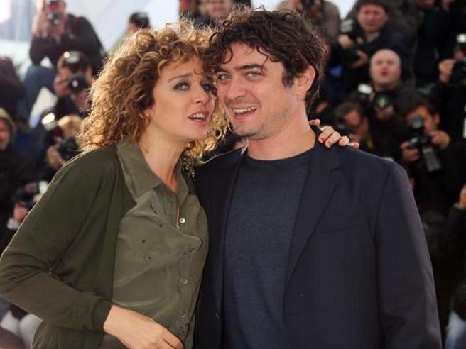 Valeria Golino: da Benicio Del Toro a Riccardo Scamarcio, i suoi grandi amori