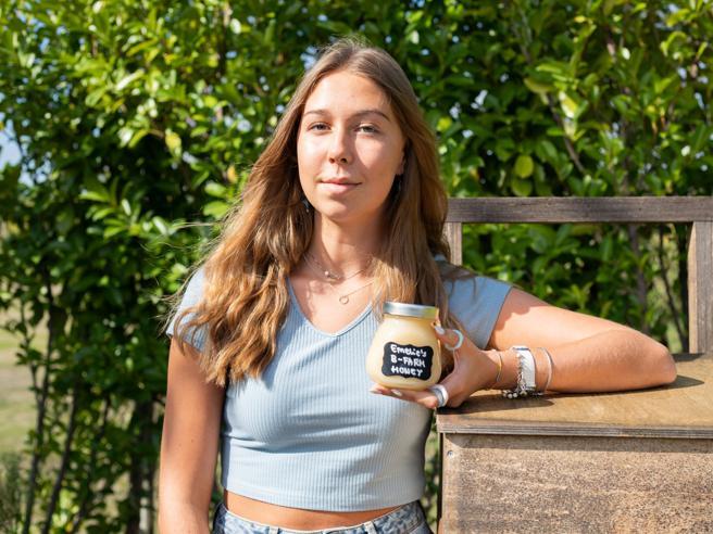 Le api e il miele di Emelie vincono il premio internazionale per studenti  innovatori (e green)