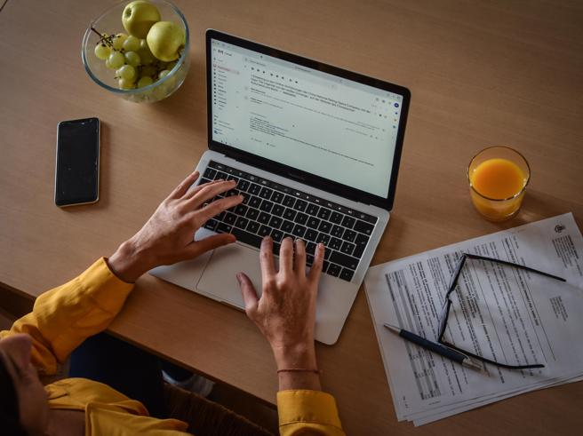 Smart working nella Pa senza utenze personali e diritto alla disconnessione (per 11 ore)