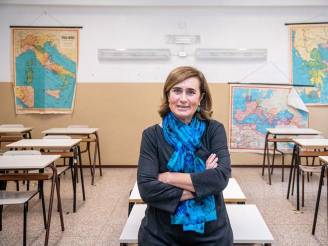 Dare i voti agli insegnanti? Il piano del ministro Bianchi (che prende tempo: meglio gli ispettori)