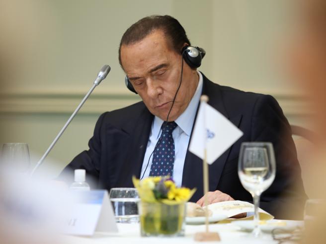 Intervista a Silvio Berlusconi: «Irresponsabile un voto anticipato. Salvini e Meloni federatori? Troppo caratterizzati»