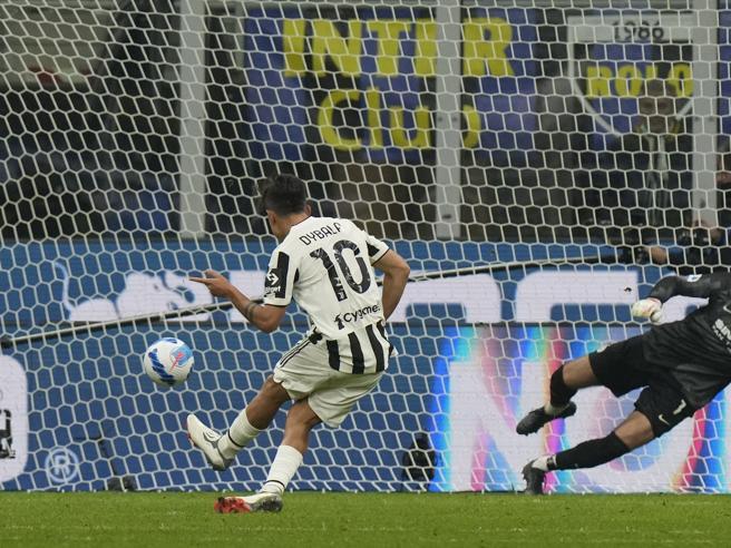Inter Juventus 1 1: Dybala su rigore all'89' pareggia il gol di Dzeko. Napoli e Milan scappano