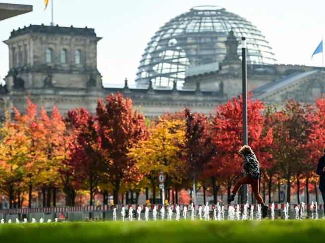 Germania, debutta il nuovo Bundestag: ressa al centro, tutti lontani da AfD