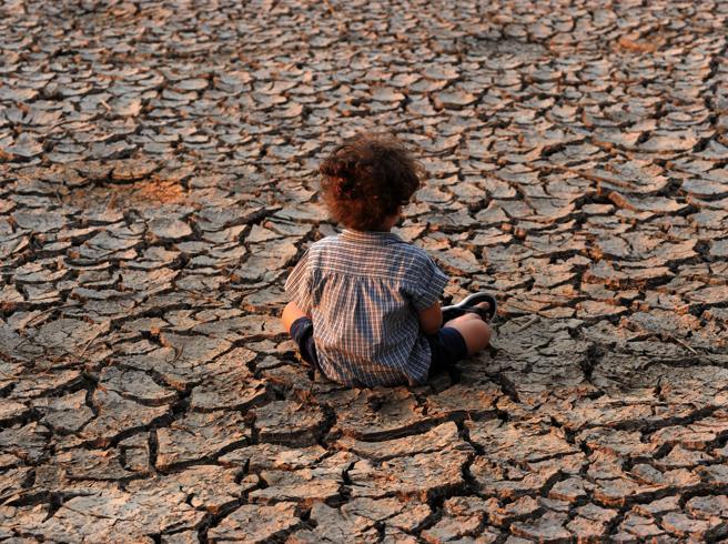 Inondazioni, incendi e siccità: come potrebbe essere il nostro Pianeta con 3 gradi in più