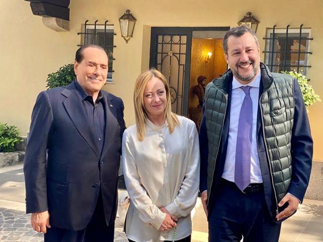 Salvini torna da Berlusconi All'incontro  anche i ministri di Forza Italia