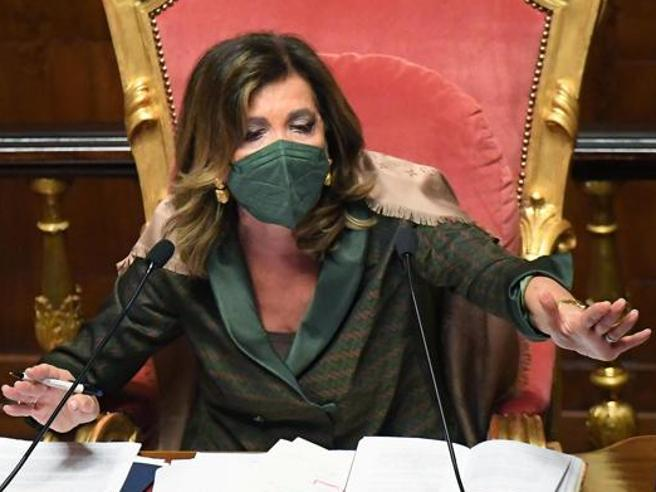 Ddl Zan si ferma in  Senato:  ok  alla «tagliola» di Lega e FdI. Calderoli:  «Meglio lo stop che una porcata»