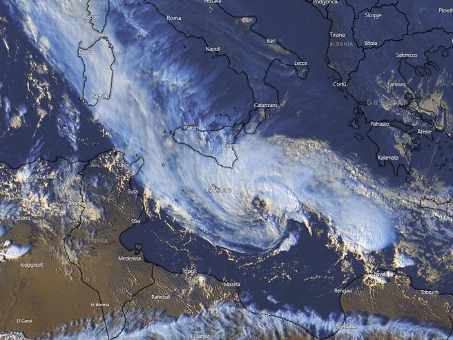 Sicilia, il ciclone si è formato ed in arrivo. La Protezione civile: «Allerta rossa»