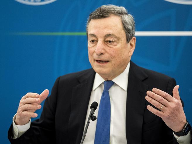 La conferenza stampa di Draghi sulla Manovra