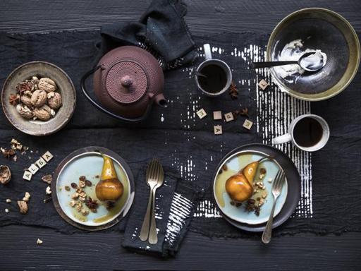 Le pere caramellate al Moscato con noci, anice stellato e uvetta