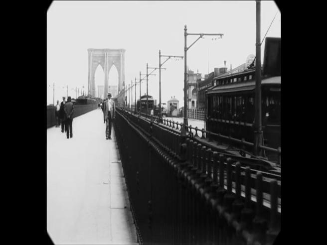 Ecco com'era New York nel 1911, tram e cavalli in strada e tutti indossavano un cappello Video