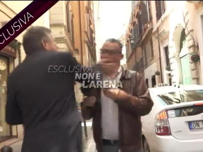 L'ex ministro Landolfi prende a sberle un giornalista di «Non è l'Arena»