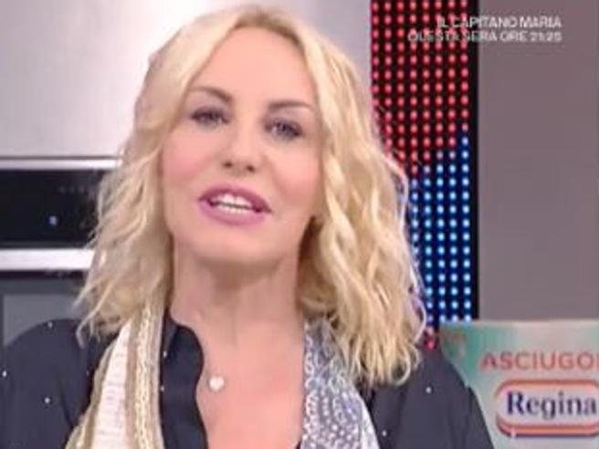 Lo sfogo di Antonella Clerici: «Non potrò più raccontarvi tutti i giorni i fatti miei....»