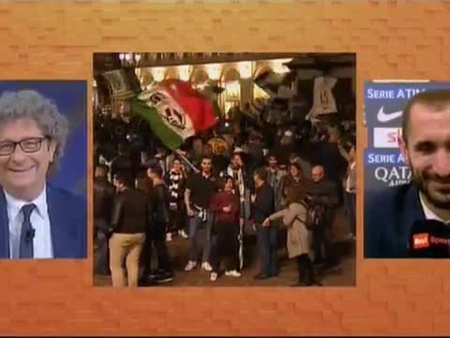 La risposta del giornalista Cucchi a Chiellini: «Un appunto, gli scudetti sono 34». Gelo in studio