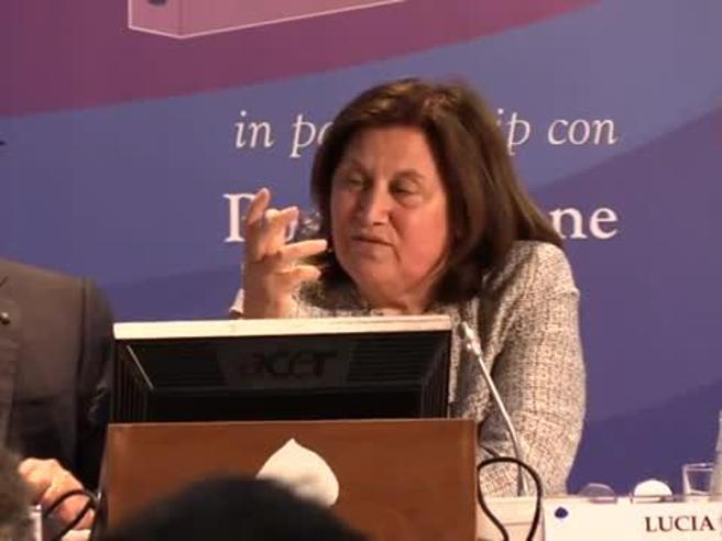 Lucia Annunziata scherza su Di Maio, Salvini e Renzi: «Sono 3 maschi alfa che producono ormoni»