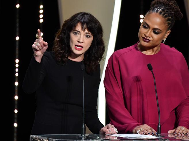 """Asia Argento dal palco scuote Cannes: """"Tra voi altri molestatori"""""""