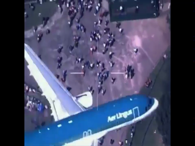 Il mistero dell'aereo Aer Lingus in volo sulla folla del Roy