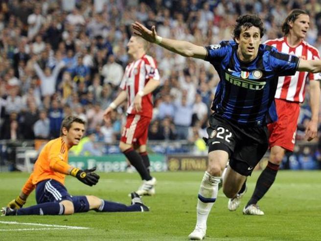 Otto anni fa i gol di Milito che regalarono il Triplete all'Inter