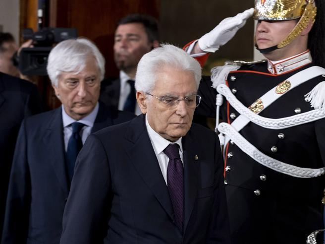 Il presidente Mattarella riceve l'economista Cottarelli Dire