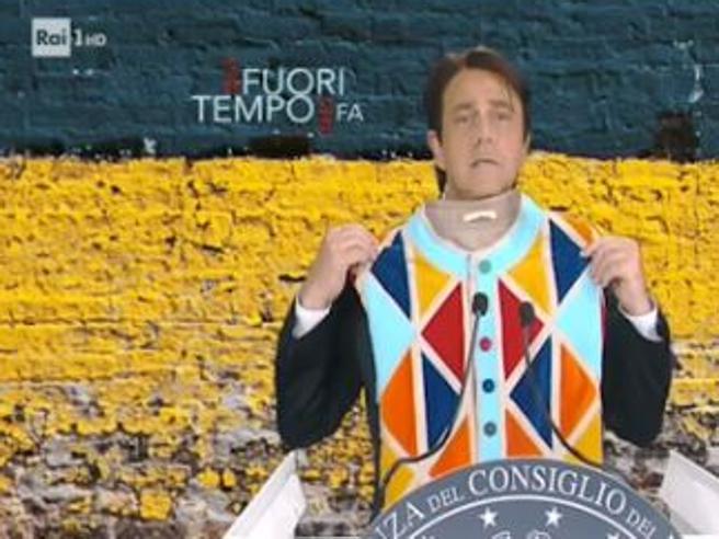 Crozza diventa Conte: «Ecco a voi il premier servitore di due padroni»