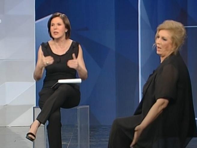 Bianca Berlinguer in guerra con il suo staff: rumori in studio durante l'intervista e lei si arrabbia ancora