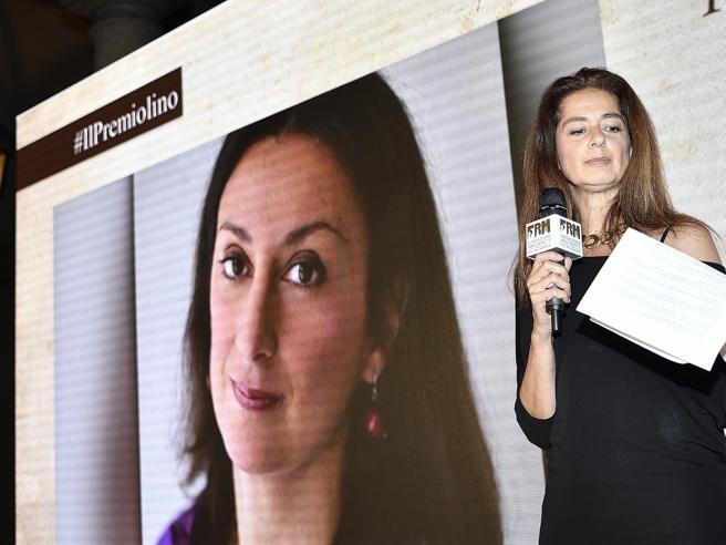 La sorella della giornalista assassinata premia Borrometi «Lo Stato difenda i reporter»